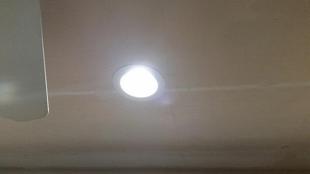 mennyezetbe sullyesztheto LED lampa